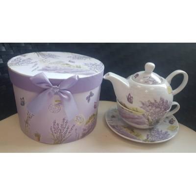 Чашка с чинийка и чайник